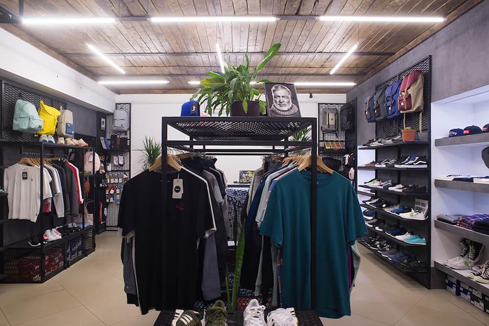 Где купить кроссовки Украина: сникер-сторы, сети и аутлеты
